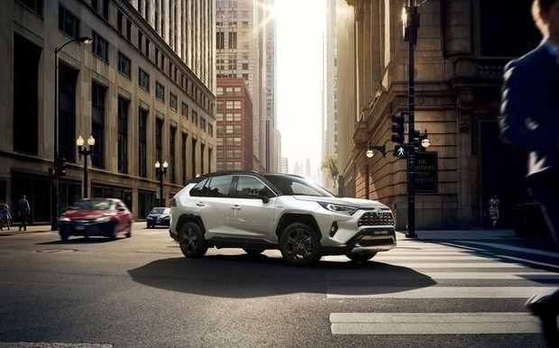 Приглашаем на тест-драйв дни нового Toyota RAV4 в автосалон Toyota ViDi Пальмира!