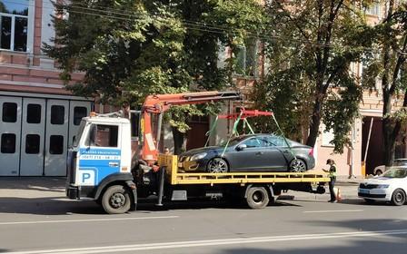 Припаркуй меня, если сможешь! В Киеве на эвакуаторе увозят по 11 машин в день