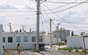 Проживание переселенцев в модульном городке в Харькове признали опасным