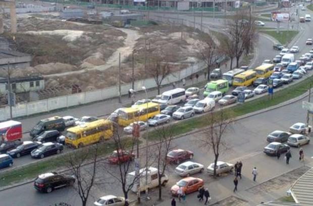Путепроводом на Набережно-Крещатицкой можно любоваться