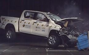 Разбили на счастье. Новый Toyota Hilux прошел краш-тесты. ВИДЕО