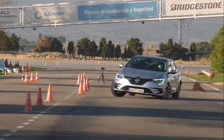Renault Megane прошел «лосиный тест». Как справился? ВИДЕО