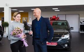 Renault Sandero вручили победительнице конкурса «Автомобиль года в Украине 2019»