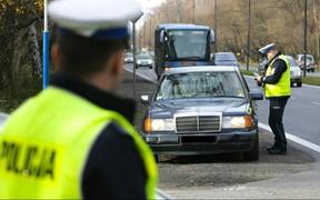 Руки на руль, или штраф 3200 грн! Новые правила для водителей начнут действовать в Польше