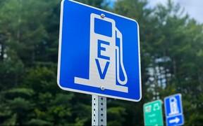 С «электрички» - на самолет. В «Борисполе» установят три десятка «зарядок» для электромобилей
