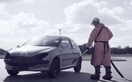 С легким паром. Надежный способ уничтожить машину вместо мойки. ВИДЕО