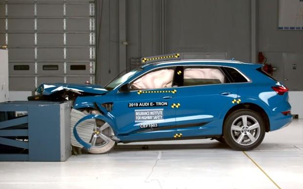 Самый безопасный электрокар! В США провели краш-тесты Audi E-Tron. ВИДЕО