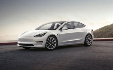 Седану Tesla Model 3 добавили бензиновый мотор! Звучит знакомо?