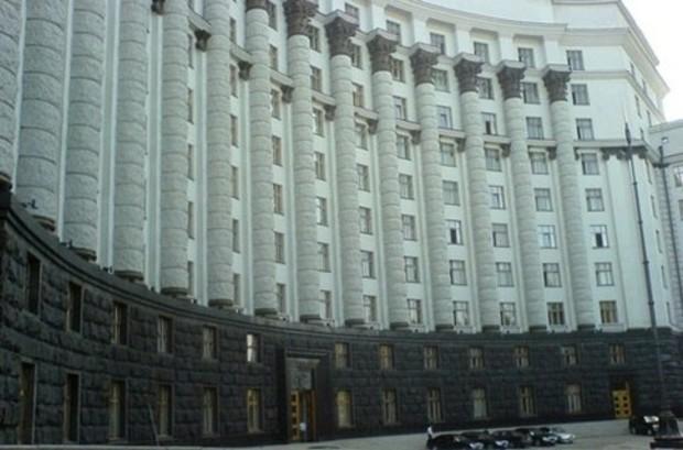 Совет Министров Крыма попросил Азарова забрать землю у госучреждений