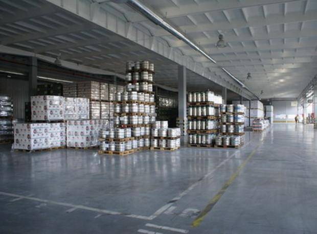 Спрос на складские помещения упал вдвое