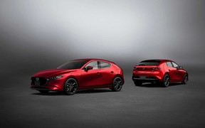 Стал сильнее и умнее: Mazda3 прошла обновления