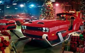 """Стероидный Санта, """"горячая"""" упряжка и самая быстрая доставка ёлки. ВИДЕО"""