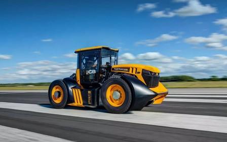 Стиг плакал! В Британии установили новый рекорд скорости на тракторе. ВИДЕО
