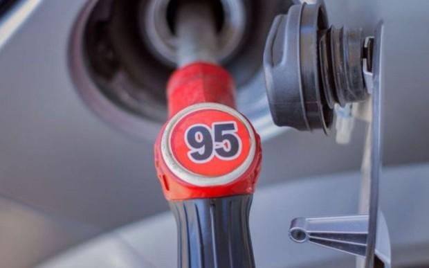 Стоимость бензина разрешили поднять выше 30 гривен
