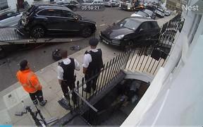 Страховка не покроет? Горе-гонщик «попал» на $1,2 млн, повредив несколько припаркованных авто. ВИДЕО