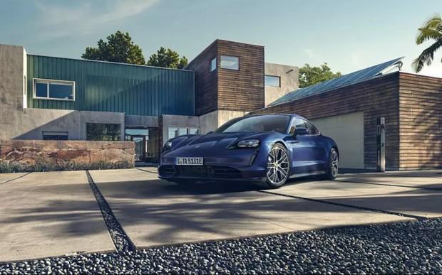 Світова прем'єра Porsche Taycan: спорткар зі збалансованим дизайном