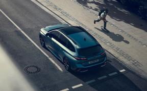 Сзади больше впечатлений. Новый универсал Peugeot рассекречен