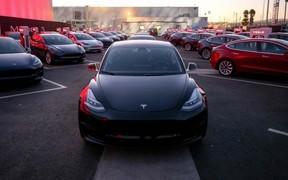 Tesla Model 3 придется ждать долго