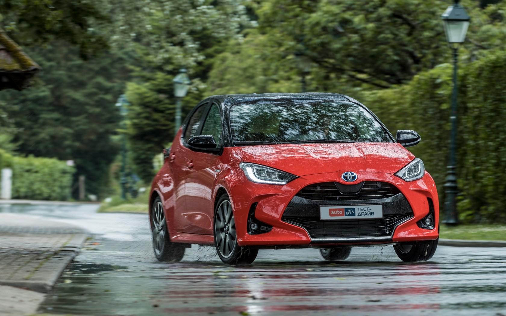 Toyota Yaris Hybrid: менший та кращий