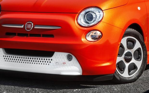 Только электро! Fiat 500 меняет поколение и прощается с ДВС