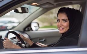Топи, детка: женщинам Саудовской Аравии разрешили водить авто