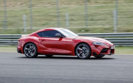 Toyota Supra оказался быстрее Ferrari и Lamborghini. ВИДЕО