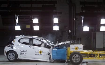 Toyota Yaris первым сдал краш-тесты по усложненным правилам. Как прошло? ВИДЕО