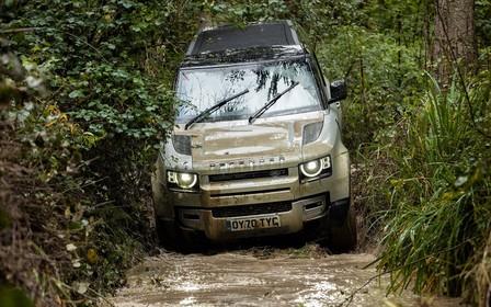 Трехдверный Land Rover Defender 90 везут в Украину. Почем?