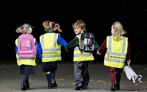 Ученикам младших классов будут выдавать светоотражающие жилеты
