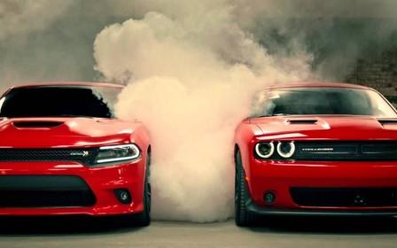 Угонщики не справились с мощностью Dodge Hellcat и разбили три машины