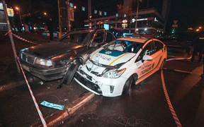 Украл, выпил, в тюрьму? Пьяный подросток протаранил полицейское авто на угнанной машине