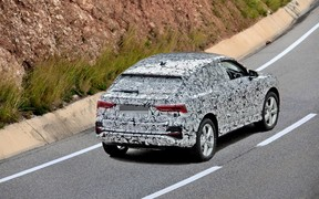 Улыбочку! Audi Q4 заметили на дорогах
