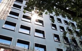 В бизнес-центре LEVEL завершается монтаж главного фасада