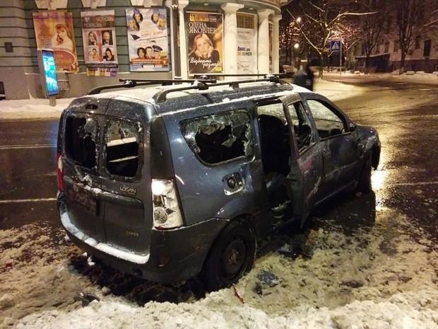 В центре Киева Беркут разбил автомобили активистов Автомайдана