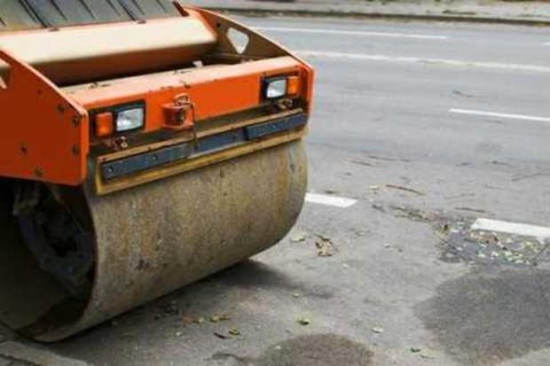 В Харькове активно ремонтируют дороги