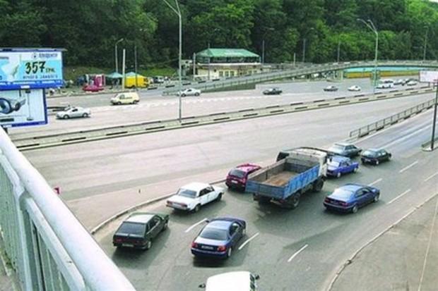 В Киеве открыто транспортную развязку возле метро «Днепр»