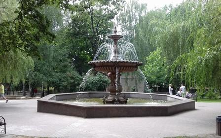 В Киеве защитили еще один сквер от застройки
