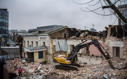 У Києві забудовник зруйнував історичну будівлю без дозволу Мінкульту