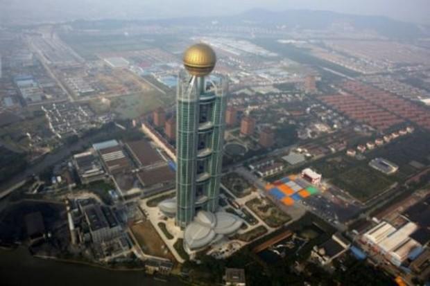 В китайской деревне построили 328-метровую гостиницу