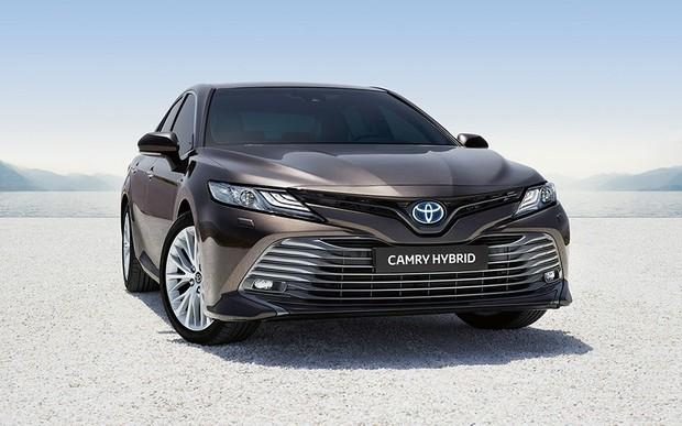 """В Тойота Центр Дніпро """"Алмаз Мотор"""" розпочато приймання попередніх замовлень на Toyota Camry Hybrid"""