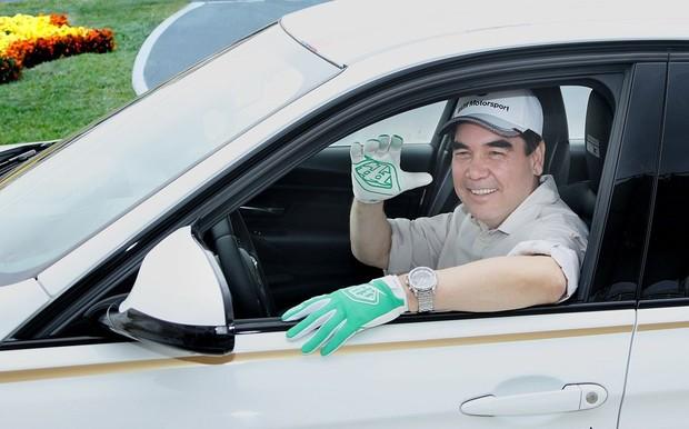 В Туркменистане отбирают номера с цифрами 77. Такие будут только у семьи президента
