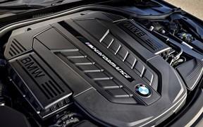 V12 будет жить! BMW продолжит производство 12-цилиндровых «семерок»
