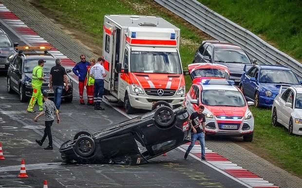 Видео: 60 минут аварий на Нюрбургринге