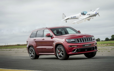Видео: Jeep Grand Cherokee против самолета