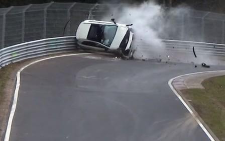 Видео: Нюрбургринг уничтожил горячий хэтчбек Mercedes A-Class AMG