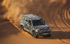 Випробування нового Land Rover Defender у пустелі