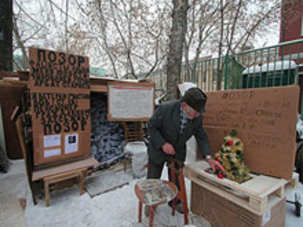 Власти Москвы пообещали квартиру 80-летнему ветерану, жившему в машине 3 года