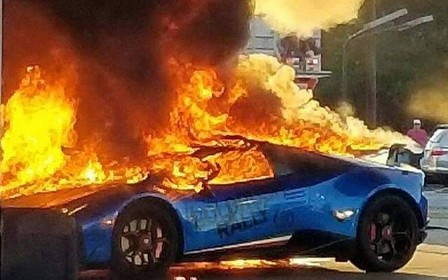 Водитель минивэна случайно спалил Lamborghini Huracan на заправке