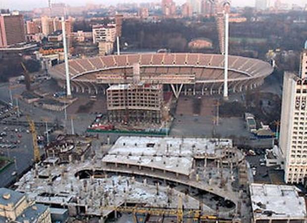 Вокруг НСК «Олимпийский» реставрируют фасады близлежащих зданий