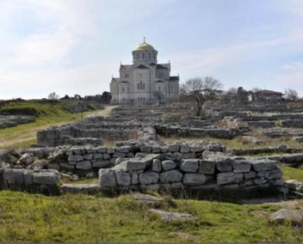 Возле Херсонеса, на археологических ценностях, строят коттедж